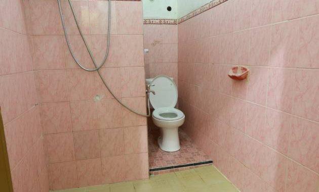 HS Homestay menyediakan 2 buah kamar mandi, duduk dan jongkok.