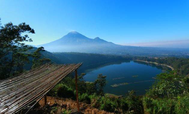 Objek wisata terdekat adalah Telaga Menjer