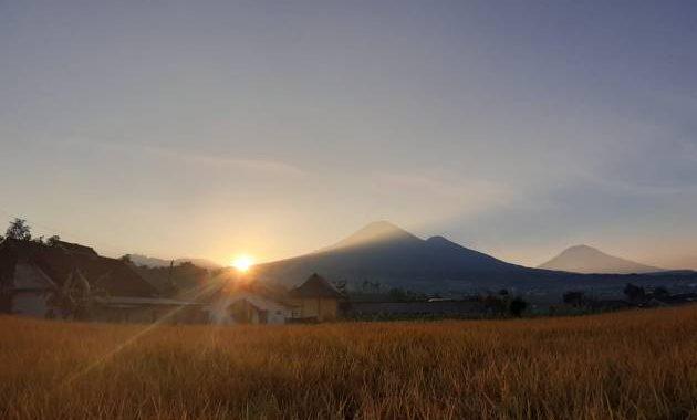 Matahari terbit di Desa Kebrengan