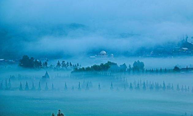 Gambar Dieng diselimuti awan