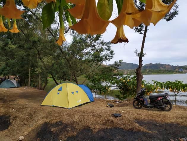 Dimanakah tempat camping di Dieng?